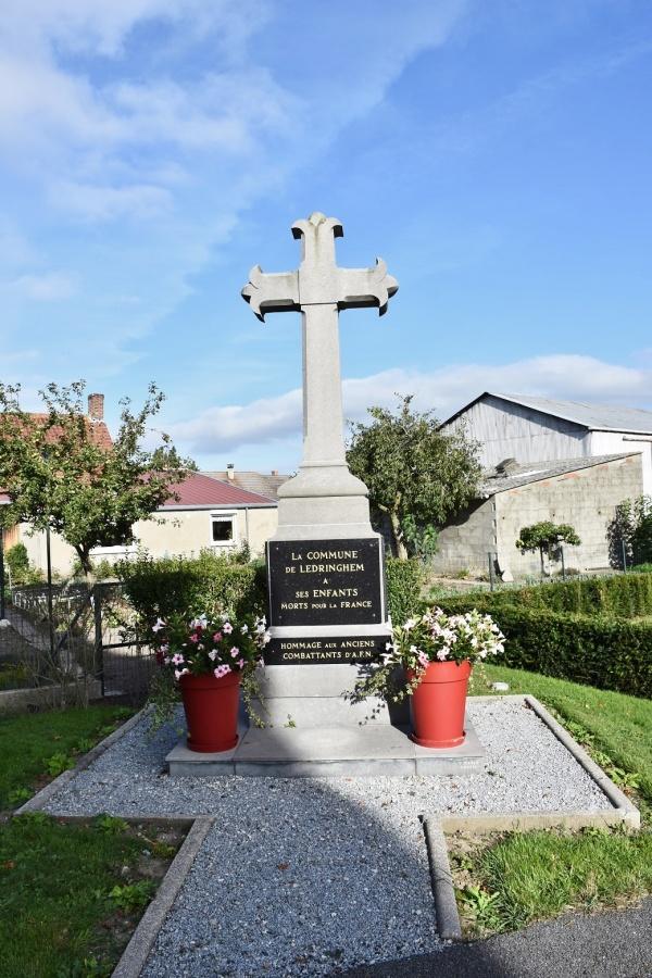 Photo Ledringhem - le Monument Aux Morts