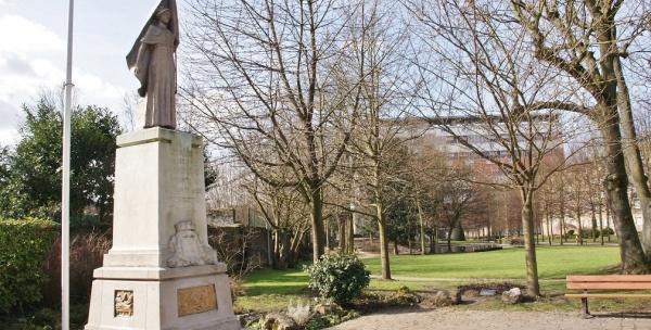 Photo La Madeleine - le monuments aux morts