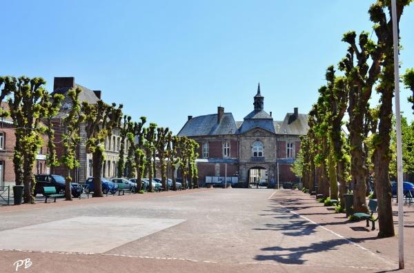 Photo Marchiennes - Ancienne Abbaye de Marchiennes et Hotel-de-Ville