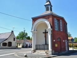 Photo paysage et monuments, Millonfosse - Calvaire et ancienne Mairie