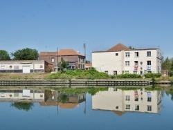 Photo paysage et monuments, Neuville-sur-Escaut - le Village