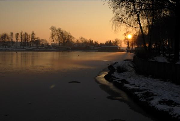 Coucher de soleil sur l'étang du pont Rouge ..