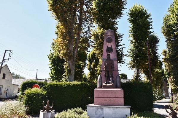 Photo Villers-au-Tertre - le Monument Aux Morts
