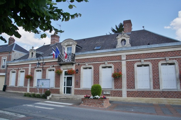 Photo Beaulieu-les-Fontaines - la mairie