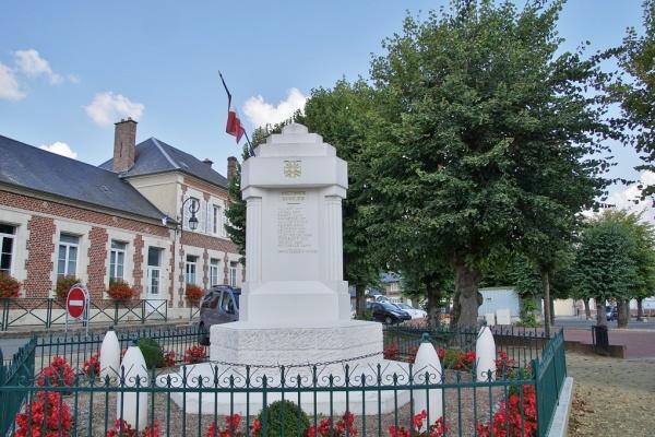 Photo Beaulieu-les-Fontaines - Le Monuments aux Morts