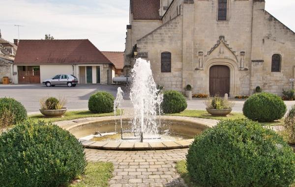Photo Berneuil-sur-Aisne - La Fontaine