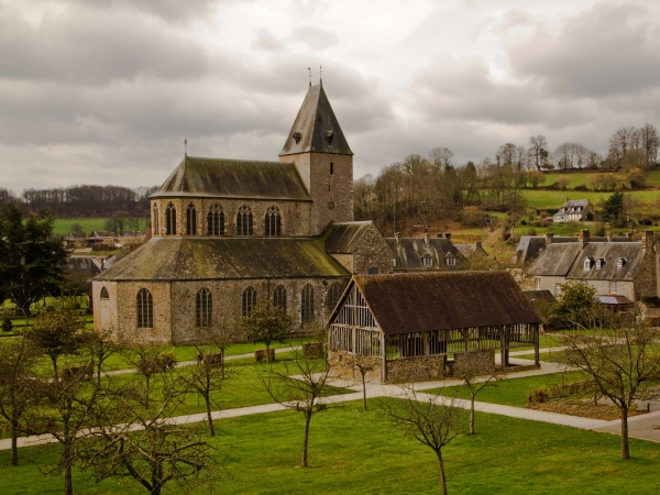 Photo Lonlay-l'Abbaye - Lonlay l'Abbaye