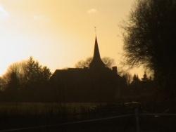 Photo paysage et monuments, Montchevrel - L'église à contre-jour