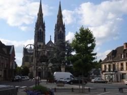 Photo paysage et monuments, Vimoutiers - église vu de la place de la Mairie