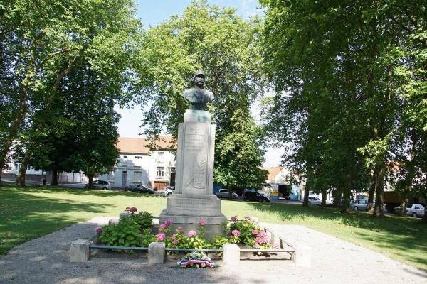 Photo Ardres - la statue