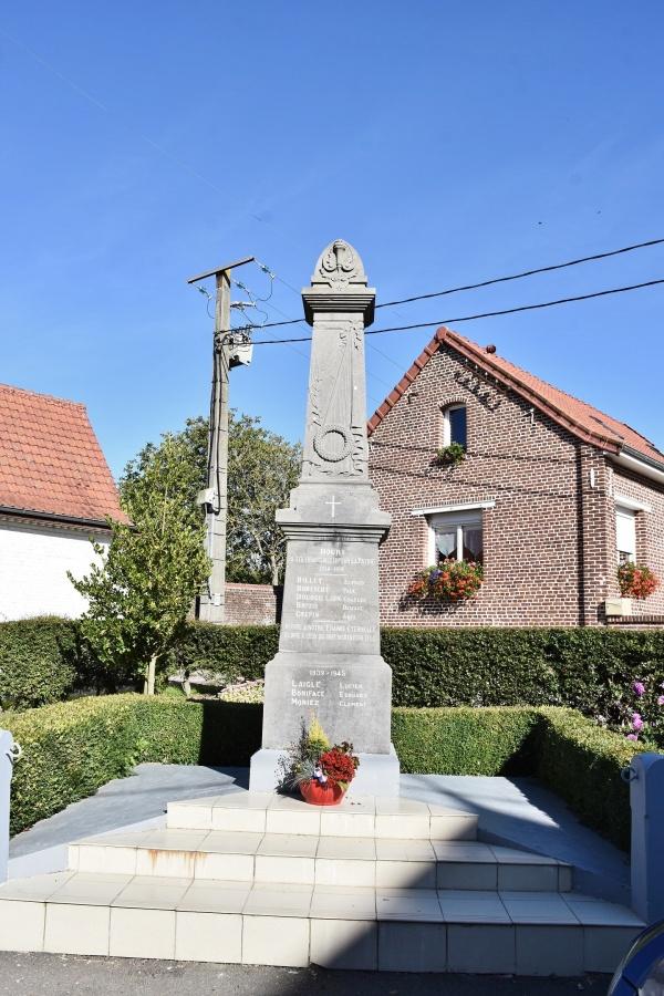 Photo Bours - le Monument Aux Morts
