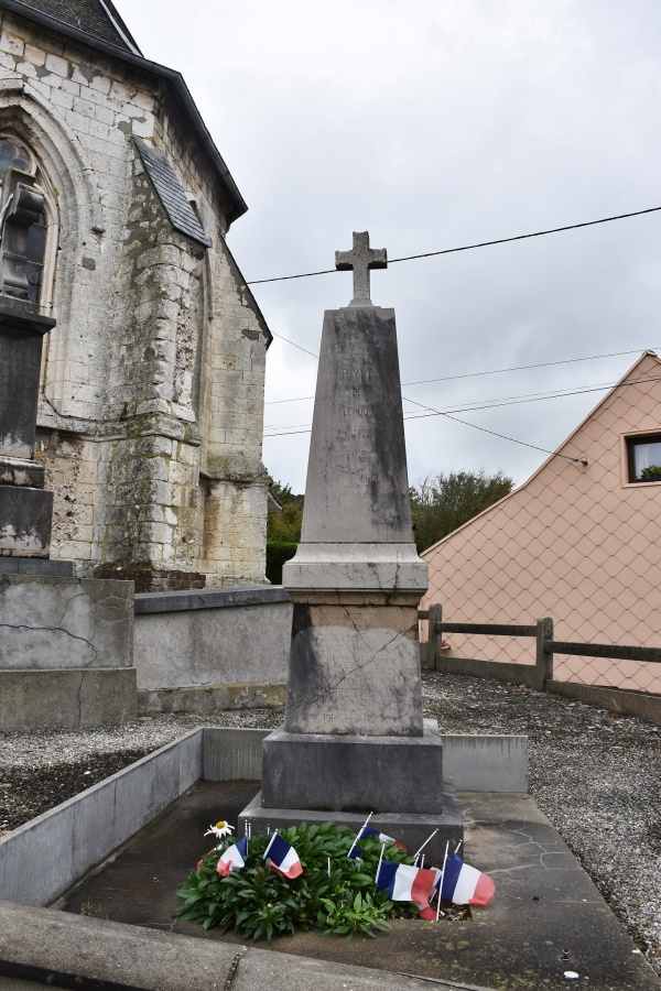 Photo Clerques - le Monument Aux Morts