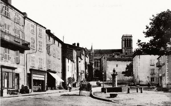 Photo Billom - Place du Vigeot