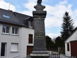Photo paysage et monuments, Laqueuille - le Monument Aux Morts