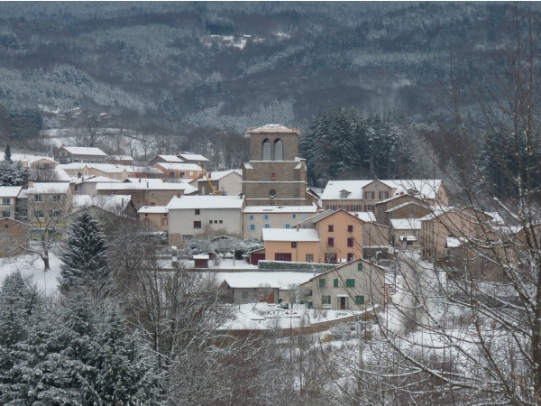Le bourg de Marat sous la neige