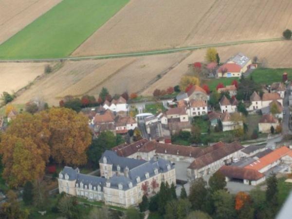Le château d'Audaux et le village