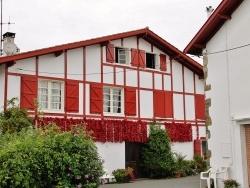 Photo paysage et monuments, Espelette - maison d'Espelette bardée de piments sur les façades