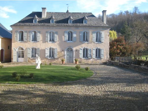 Photo Pontacq - Cour château de Meyracq
