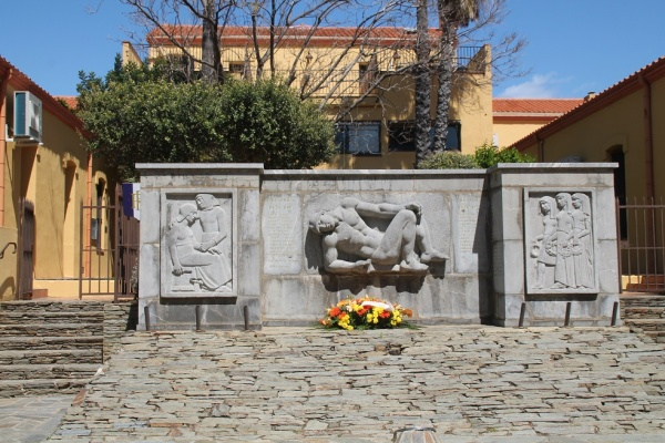 Photo Banyuls-sur-Mer - Monuments Aux Morts