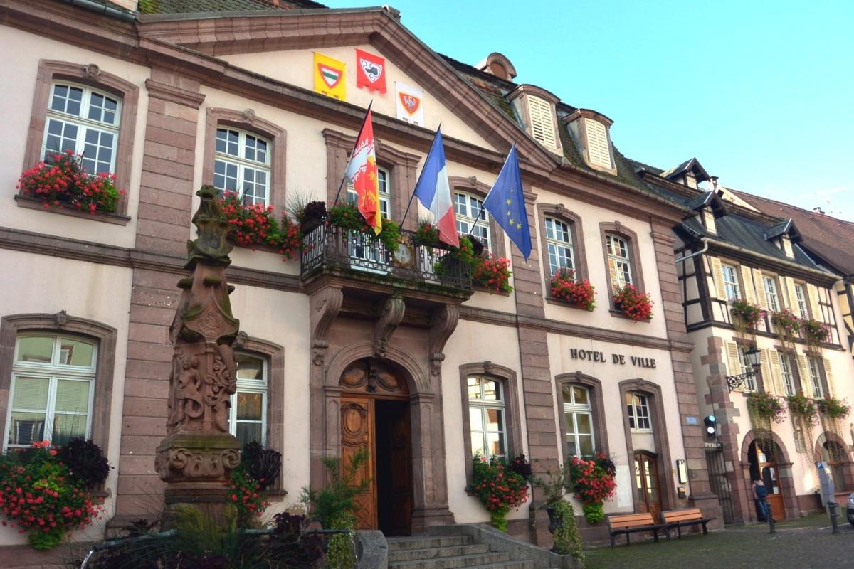 Ribeauvill l 39 h tel de ville une photo de ribeauvill for Piscine de ribeauville