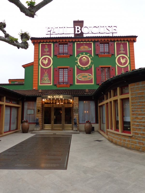 chez PAUL BOCUSE auberge du Pont de Collonges