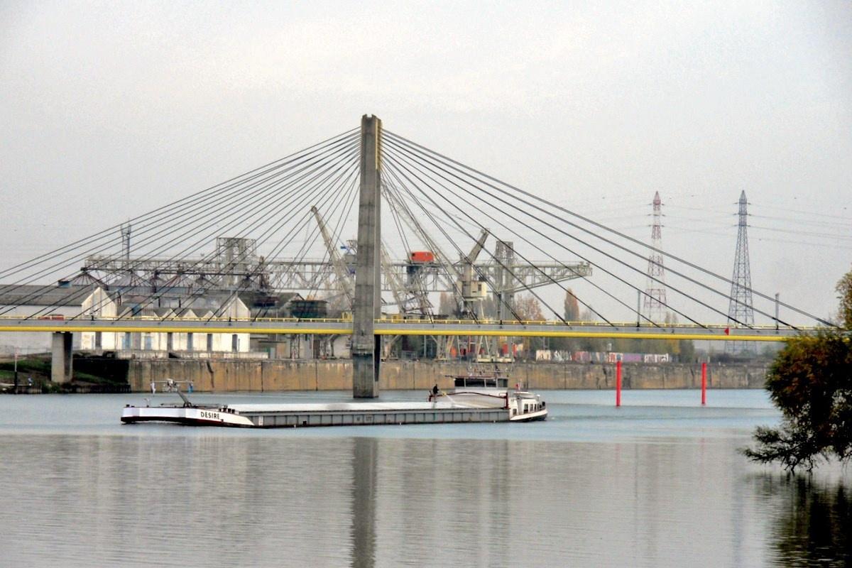 Le pont de bourgogne une photo de chalon sur sa ne for Rencontre chalon sur saone