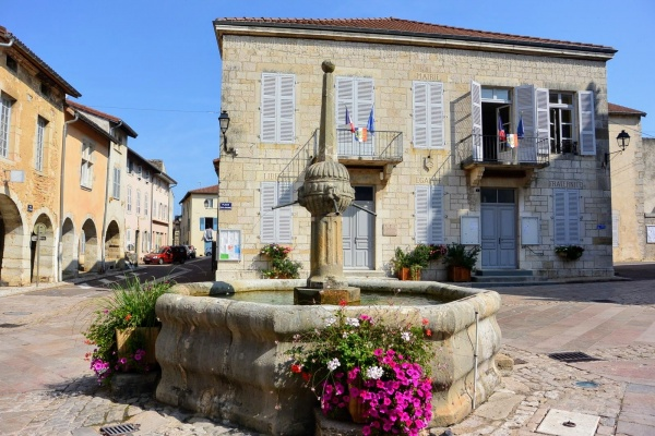 Photo Cuiseaux - Cuiseaux 71. La mairie.