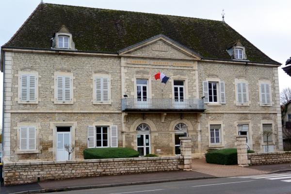 Ouroux sur Saône: Mairie.
