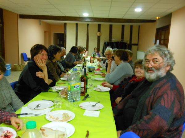 Lors d'un repas convivial, les membres de Saint Léon'Art  ont ensuite partagé idées et projets.