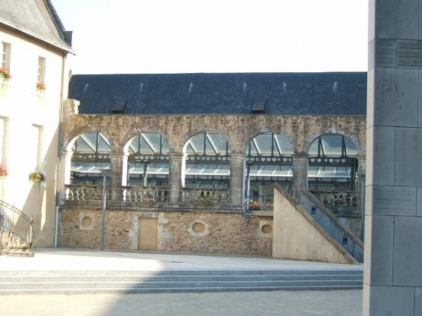 Photo La Flèche - Arcades derrière la mairie