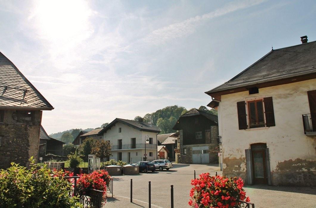 Le village une photo de betton bettonet for Plan betton