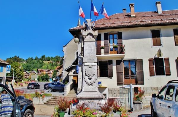 Photo Saint-Jean-de-Sixt - Monument-aux-Morts