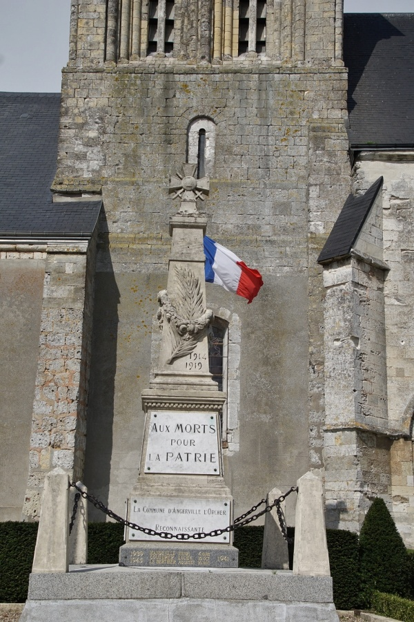 Photo Angerville-l'Orcher - Le Monuments aux Morts