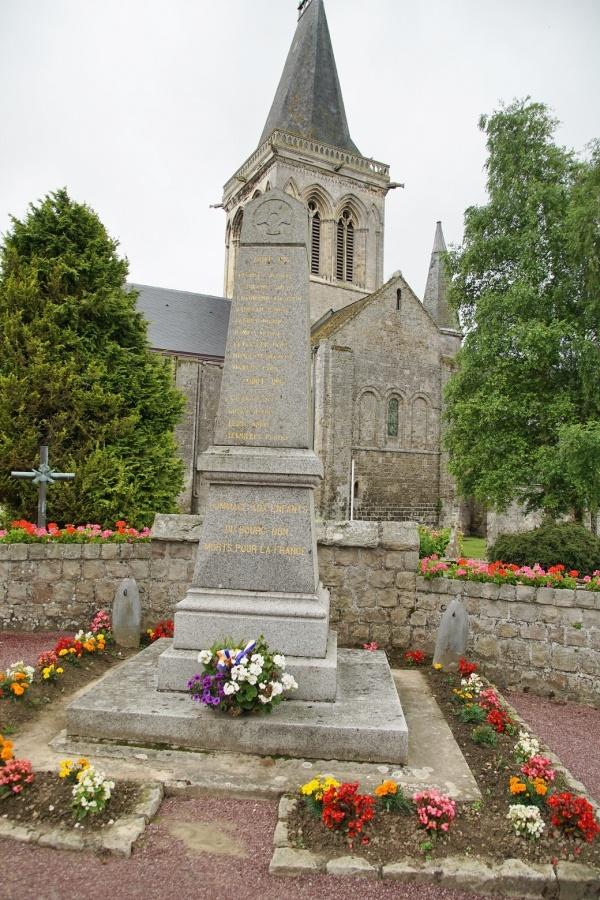 Photo Le Bourg-Dun - le monument aux morts