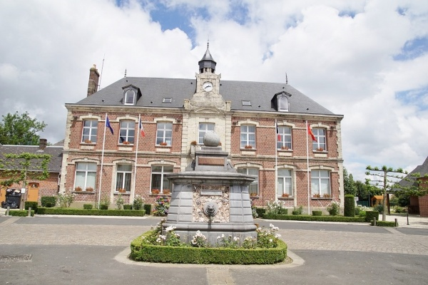 Photo Les Grandes-Ventes - la fontaine