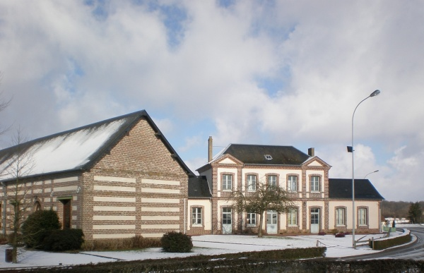 Photo Sainte-Croix-sur-Buchy - La mairie en hiver
