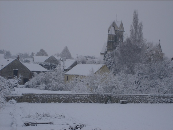 Photo Ville-Saint-Jacques - le village de ville saint jacques sous la neige le matin du 29/11/2010