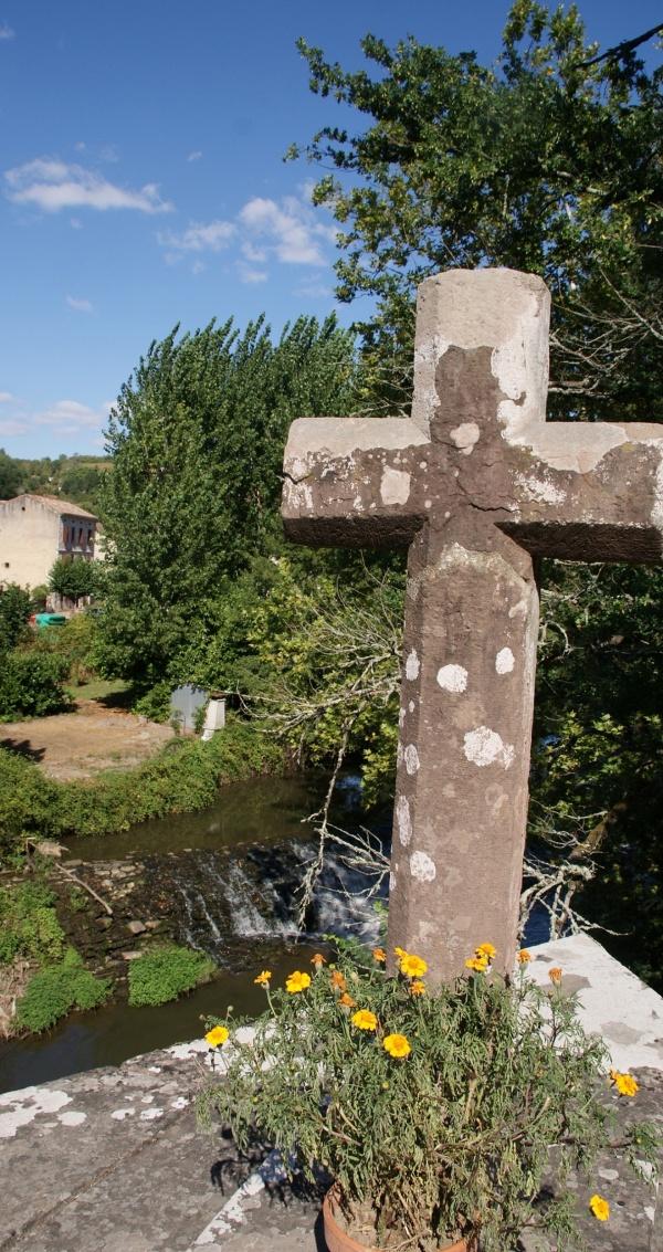 Photo Monestiés - Croix sur le pont de Candéze