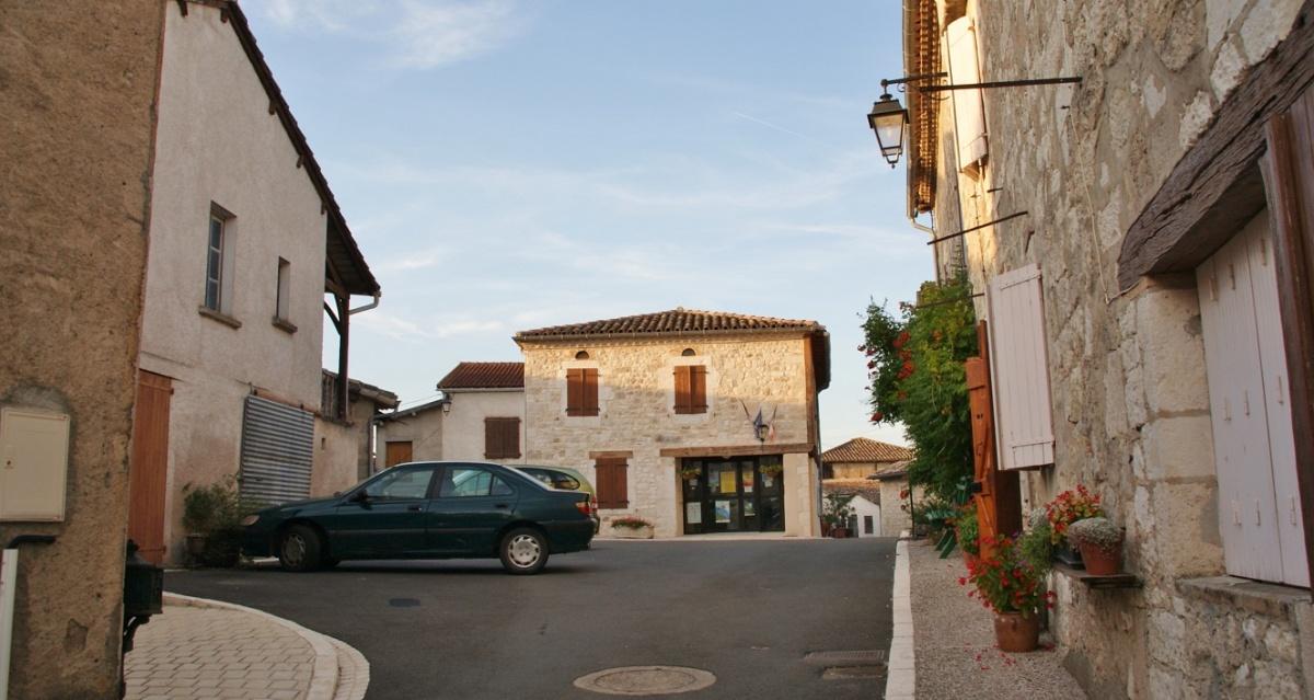 Place de la Mairie - une photo de Le Verdier