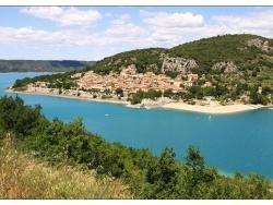 Photo paysage et monuments, Bauduen - Bauduen et le bleu du Lac de Ste Croix.