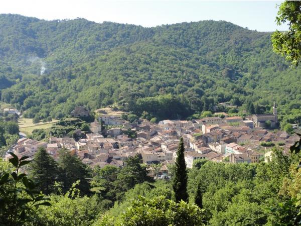Photo Collobrières - vue d'ensemble du centre du village de Collobrieres