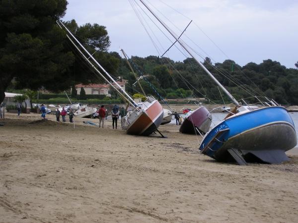 Photo La Londe-les-Maures - régates sur la plage!!
