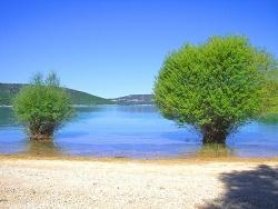 Photo paysage et monuments, Les Salles-sur-Verdon - Le lac de Ste Croix (Parc régional du Verdon)