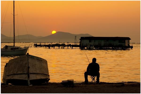 Photo La Seyne-sur-Mer - Lever de soleil  sur la corniche de Tamaris