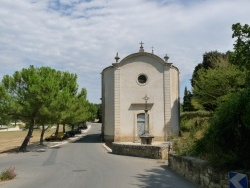 Photo paysage et monuments, Maubec - église a l'entrée du village, direction oppède- le- vieux.