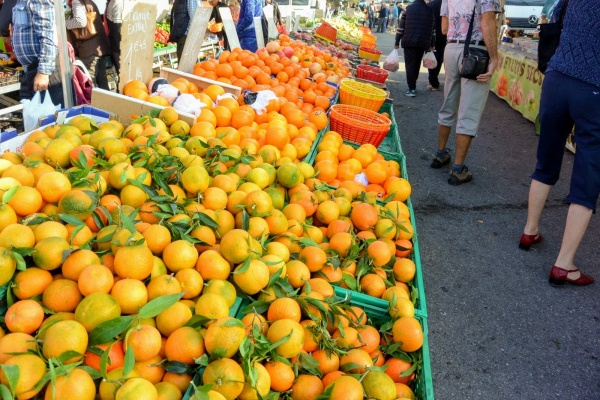 Mornas. Le marché du Dimanche.C