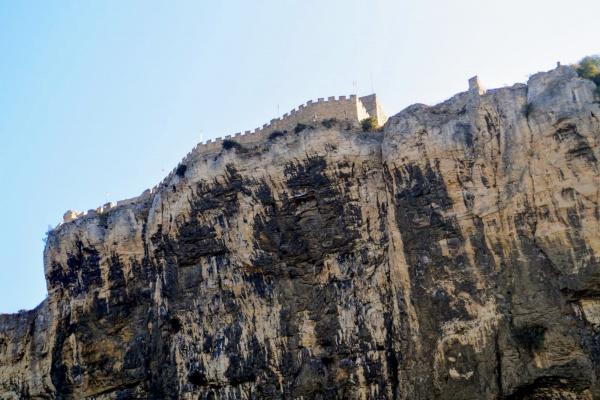 Mornas. La forteresse.