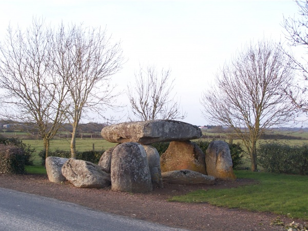 Photo Le Bernard - dolmen au breuil