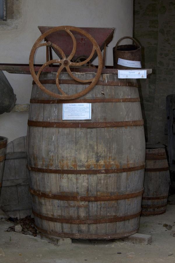 Photo Cherves - Tonneau à vin
