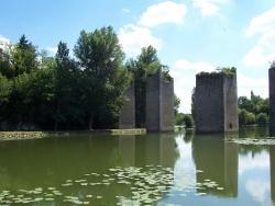Photo paysage et monuments, Lussac-les-Châteaux - LES PILES DU PONT LEVIS